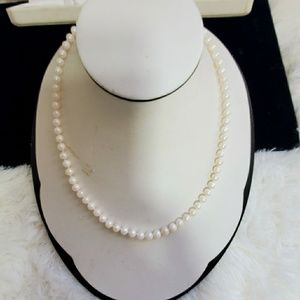 Vintage 14k gold clasp Akoya 6mm pearl necklace